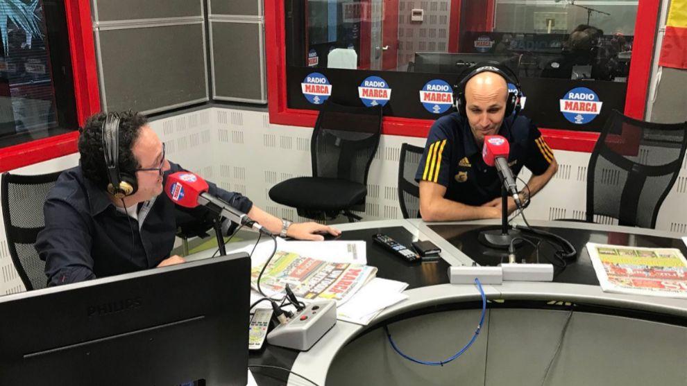 Alber Oliver junto a Vicente Ortega en los estudios de Radio MARCA