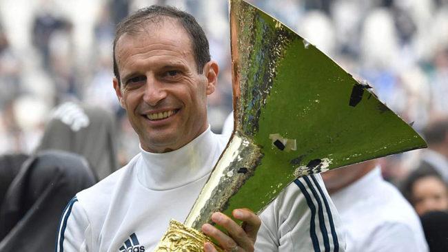 Allegri levanta el último Scudetto logrado con la Juventus.