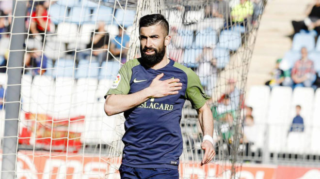 Santos celebra un tanto conseguido frente al Almería.