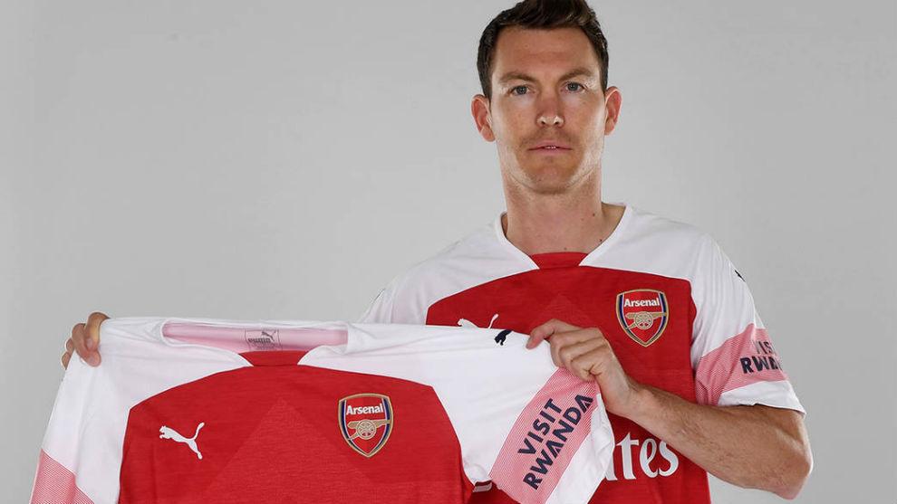 Arsenal de Inglaterra tiene nuevo lateral derecho