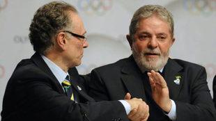 Lula da Silva junto a Carlos Nuzman, expresidente del Comité...
