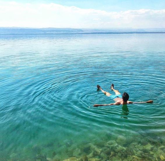 "Pablo Sarabia (Sevilla) in the Dead Sea. ""At the lowest point on the planet!"""