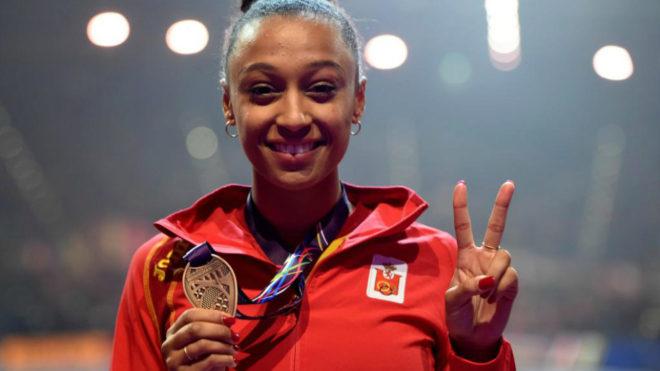 Ana Peleteiro luce su bronce del Mundial de Birmingham de pista...