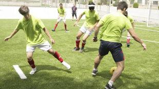 Vicente Aguilar, a la izquierda, durante un entrenamiento con la...