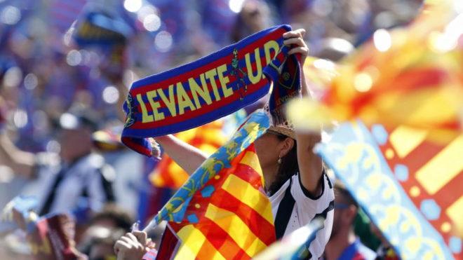 La afición del Levante, durante un partido de LaLiga en el Ciutat.