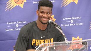 DeAndre Ayton en rueda de prensa tras entrenar con los Suns