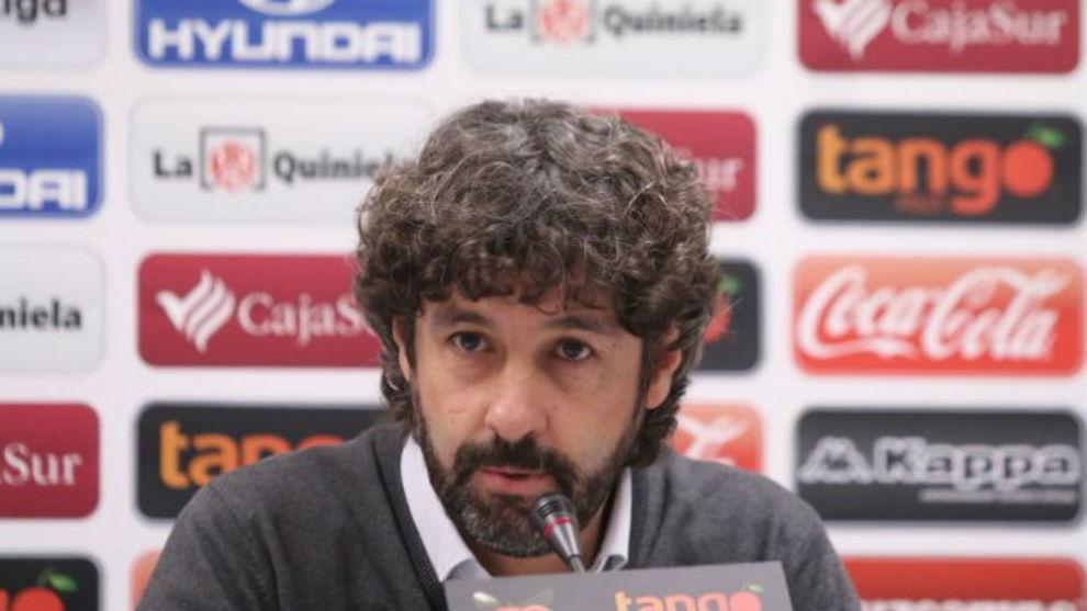 Emilio Vega en una rueda de prensa