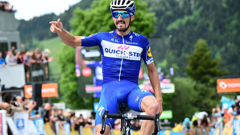 Alahpilippe celebrando en meta su triunfo de etapa.