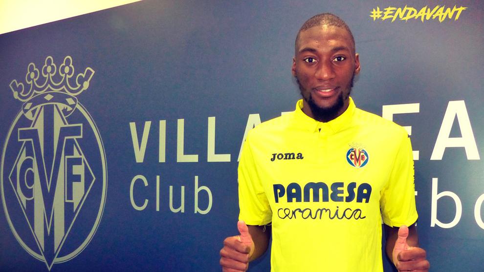 Ekambi posa con la camiseta de su nuevo equipo