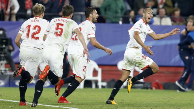 Guido Pizarro celebra su gol (3-3) frente al Liverpool en Champions.