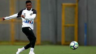 Rodrygo, en un entrenamiento con el Santos