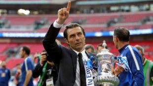 Conte celebra la FA Cup ganada con el Chelsea