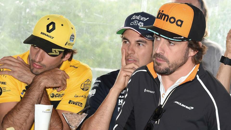 Alonso junto a Checo y Sainz, en el homenaje por su GP 300 ayer en...