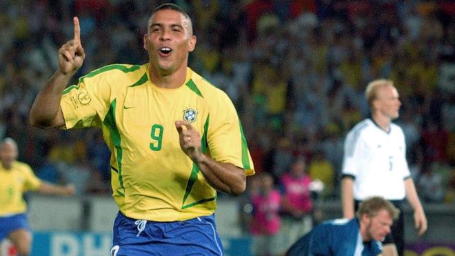 Ronaldo celebra un gol ante Alemania en la final del Mundial 2002