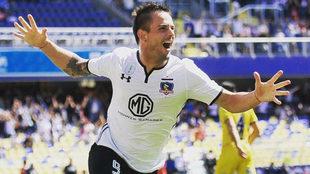 Octavio Rivero celebra un gol con Colo Colo