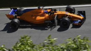 Alonso, con la parrilla de sensores aerodinámicos, en los Libres 1.