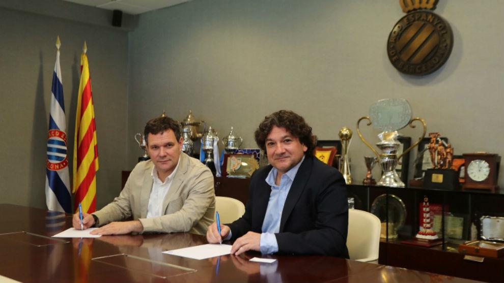 Roger Guasch y Héctor Pous, en la firma del contrato.