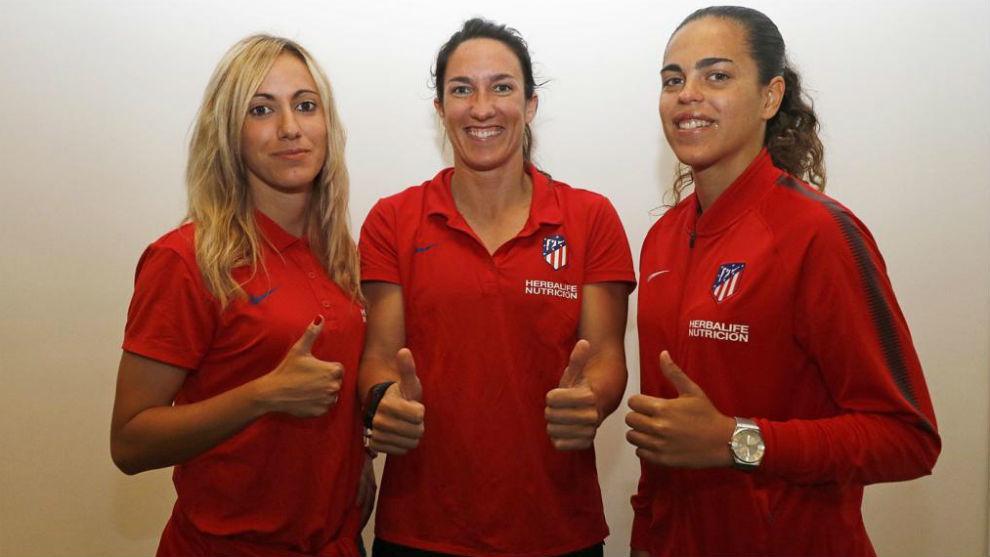 Ángela Sosa, Silvia Meseguer y Andrea Falcón, tras sus renovaciones.