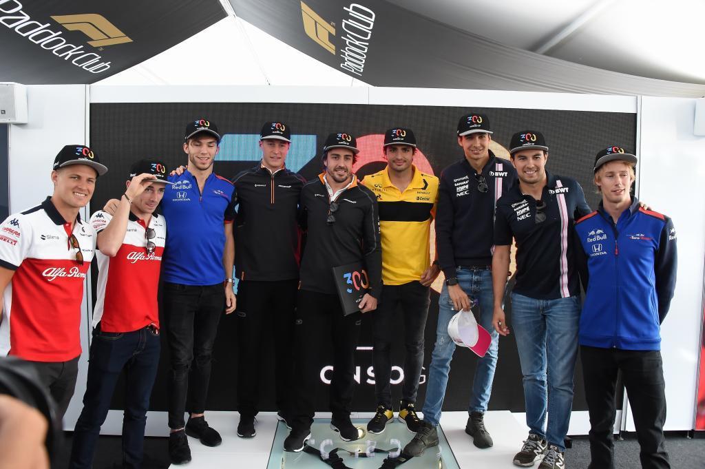 Marcus Ericsson (SUE) Sauber, Charles Leclerc (Mo) Sauber, Pierre Gasly (FRA) Toro Rosso, Stoffel Vandoorne (BEL) McLaren, Fernando Alonso , Carlos Sainz (ES) Renault, Esteban Ocon (FRA) Force India, Sergio Perez (MEX) Force India y Brendon Hartley (NZ) Toro Rosso, en la celebracion del 300 G.P. de Fernando Alonso (ES) McLaren MCL33 Renault Gran Premio de Canadá 2018. 7ª prueba del mundial. Circuito Gilles Villeneuve, ële Notre-Dame, Canadá. Jueves 07 de Junio, 2018. *** Local Caption *** RUBIO