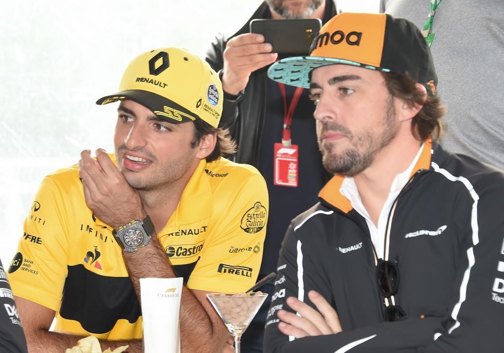 Carlos Sainz (ES) Renault junto a Fernando Alonso (ES) McLaren MCL33 Renault celebrando el 300 GP del asturiano Gran Premio de Canadá 2018. 7ª prueba del mundial. Circuito Gilles Villeneuve, ële Notre-Dame, Canadá. Jueves 07 de Junio, 2018. *** Local Caption *** RUBIO