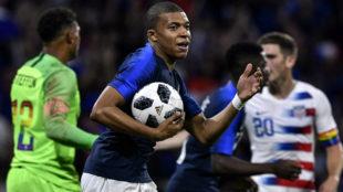 Mbappé celebra su gol a Estados Unidos.