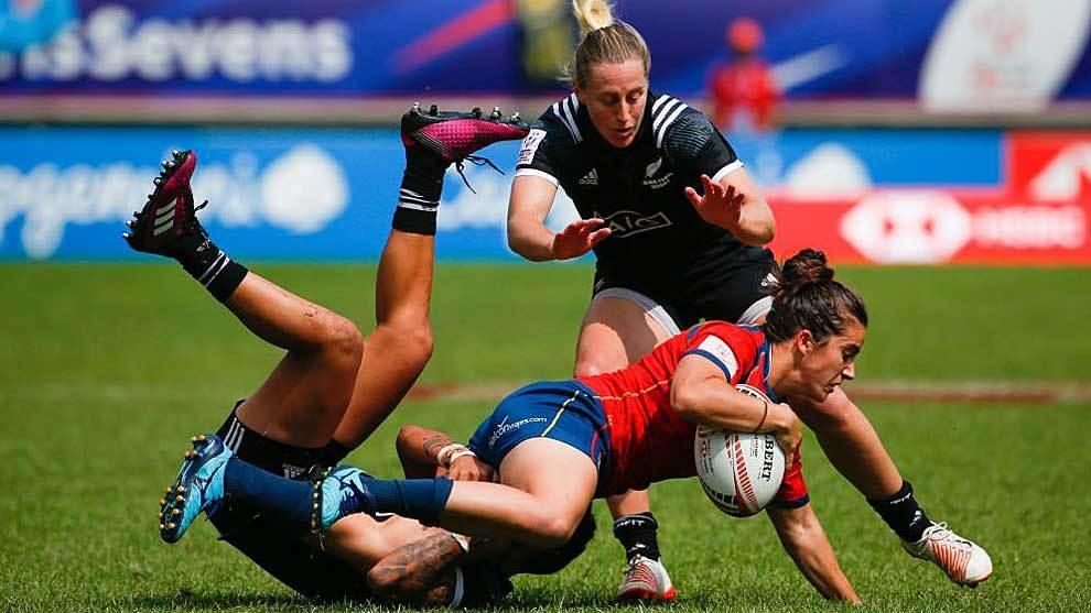 Las neozelandesas Gayle Broughton y Kelly Brazier frenan el avance de...
