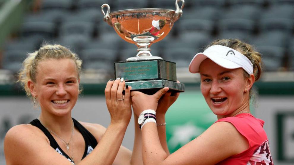 Siniakova y Krejcikova, con el título del dobles