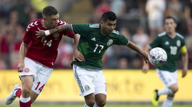 Dalsgaard y Corona, en uno de los duelos del partido entre Dinamarca y...
