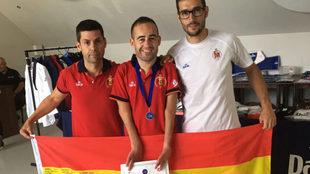 Álex Vidal, en el centro, junto al seleccionador Rafael Alcázar...