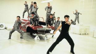 Escena de uno de los bailes de la película Grease, con John Travolta...