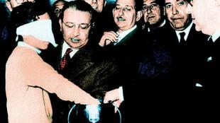 Franco Gemma extrae la papeleta que eliminaría a España después de...