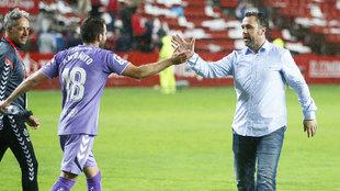 Sergio celebra la victoria en El Molinón con Antoñito.