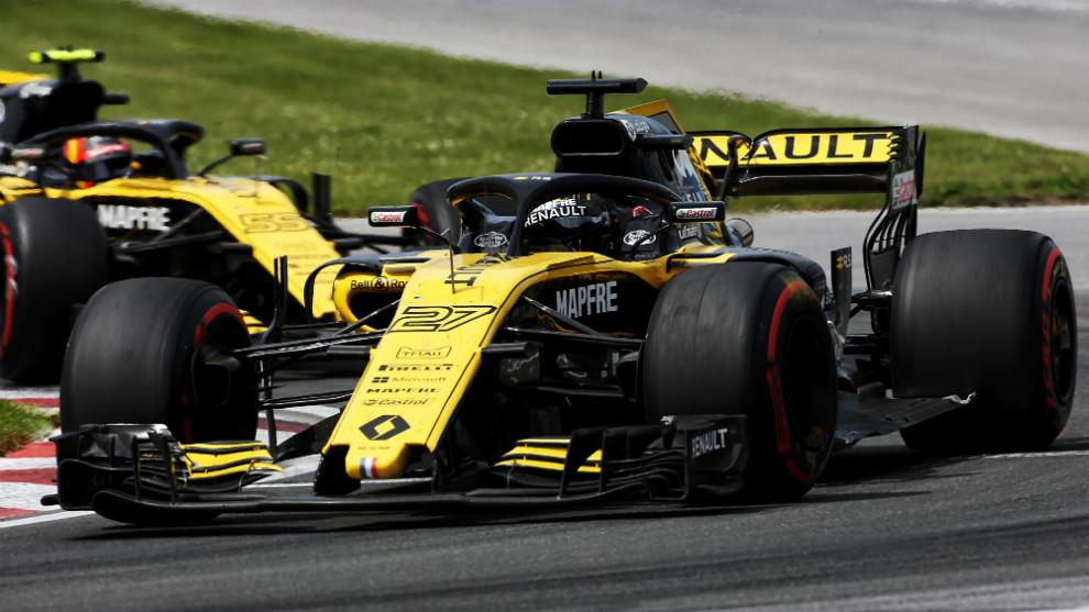 Nico Hulkenberg, delante Carlos Sainz