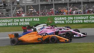 Fernando Alonso, en paralelo con Pérez y Magnussen