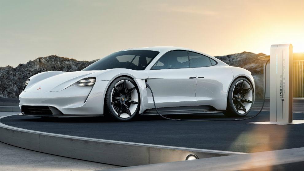 """""""Caballo joven enérgico"""": Así es el primer Porsche 100% eléctrico"""