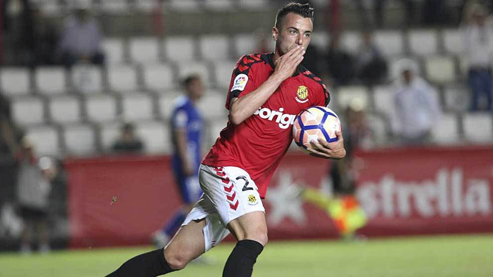 Sergio Tejera celebra en el Nou Estadi el gol que le marcó al Oviedo...