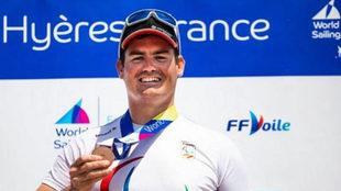 Rafa Andarias posa con su bronce en la Copa del Mundo de Francia.