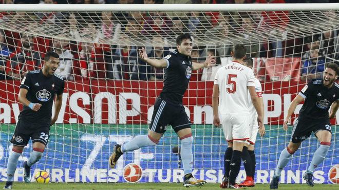 Maxi Gómez celebra un gol en el Sánchez-Pizjuán.