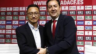 Kangning Wang junto a Antonio Fernández Monterrubio el día de su...