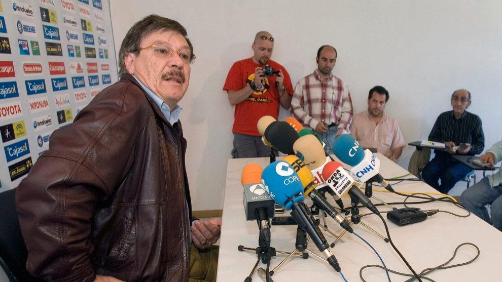 Mendoza, durante su anterior etapa en la presidencia del Recreativo de...