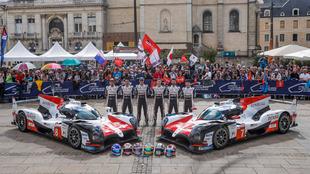 Foto de familia del equipo Toyota.