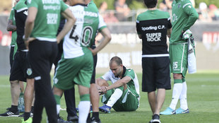 Los jugadores del Sporting tras perder la final de Copa.