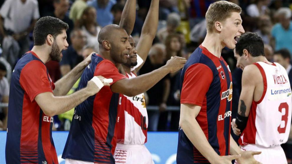 Los jugadores del Baskonia celebran su pase a la final ACB