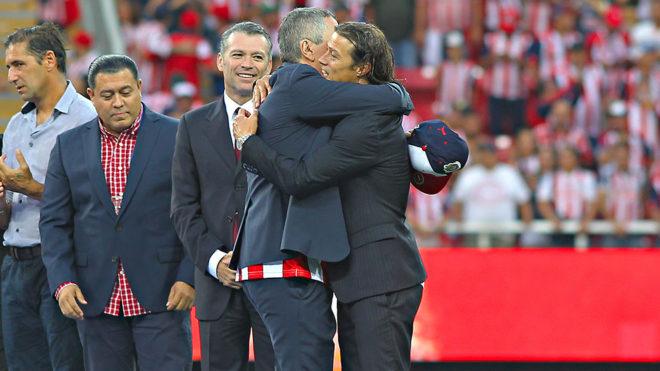 Vergara y Almeyda celebran el título de Liga.