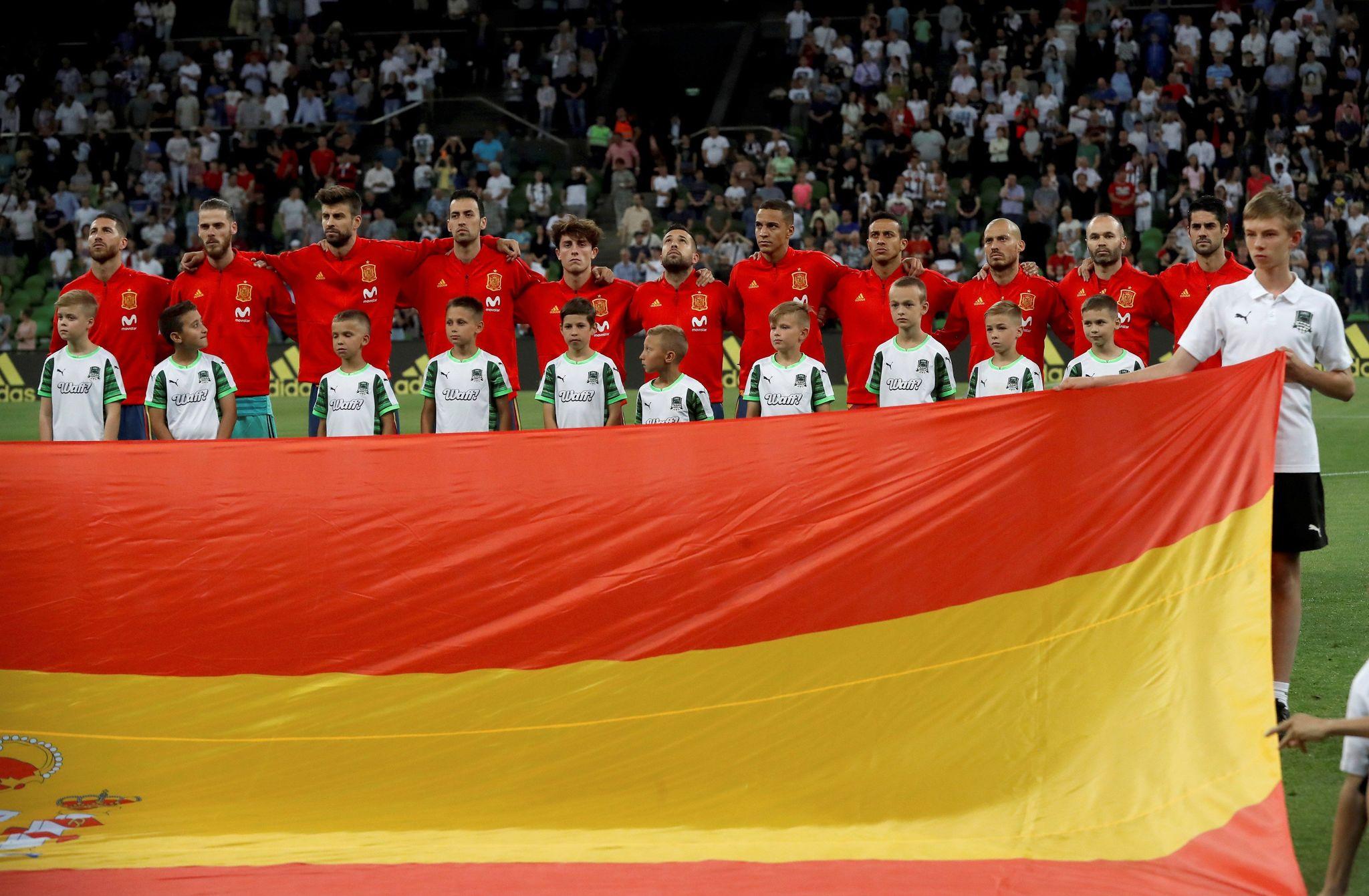 La Selección española durante la interpretación del himno de...