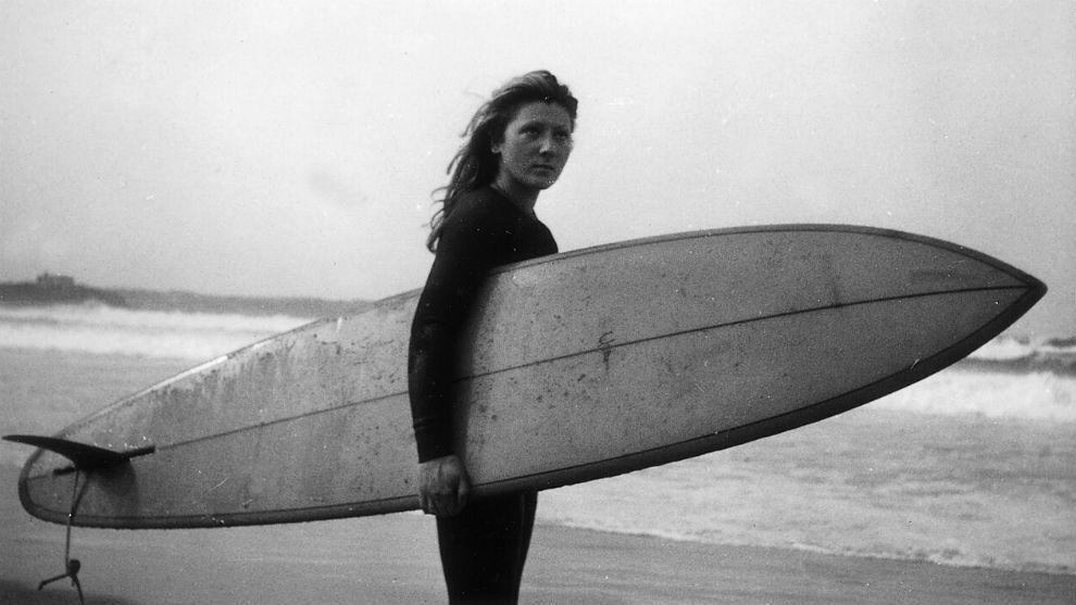 Laura Revuelta,en la playa cántabra de Somo con su tabla Yater en...