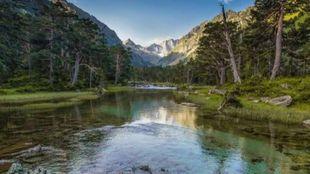 La ruta de los lagos pirenaicos -como el de Cauterets-, es uno de los...
