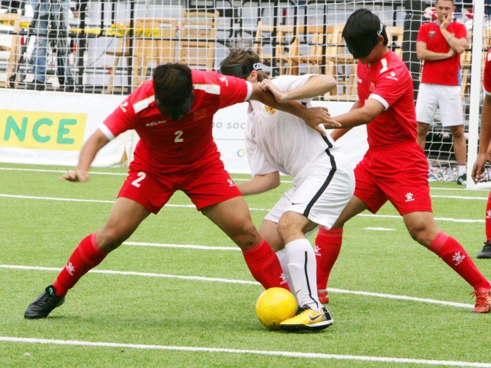 Lance de juego entre Rusia y China en el último partido del grupo C.