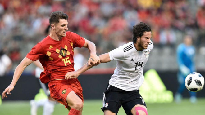 Sobhi supera a Meunier en el amistoso entre Bélgica y Egipto.