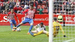 Joni remata a portería ante el Albacete.
